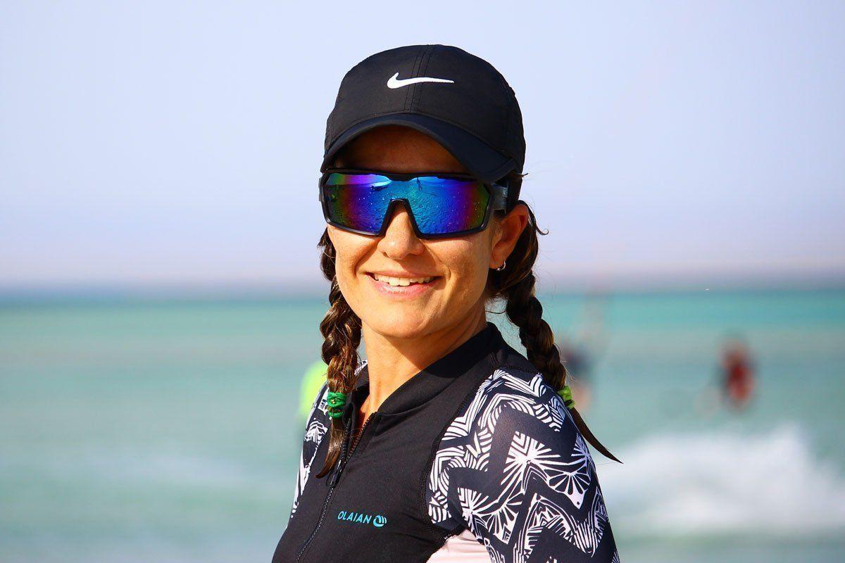 chica-gafas-de-kitesurf